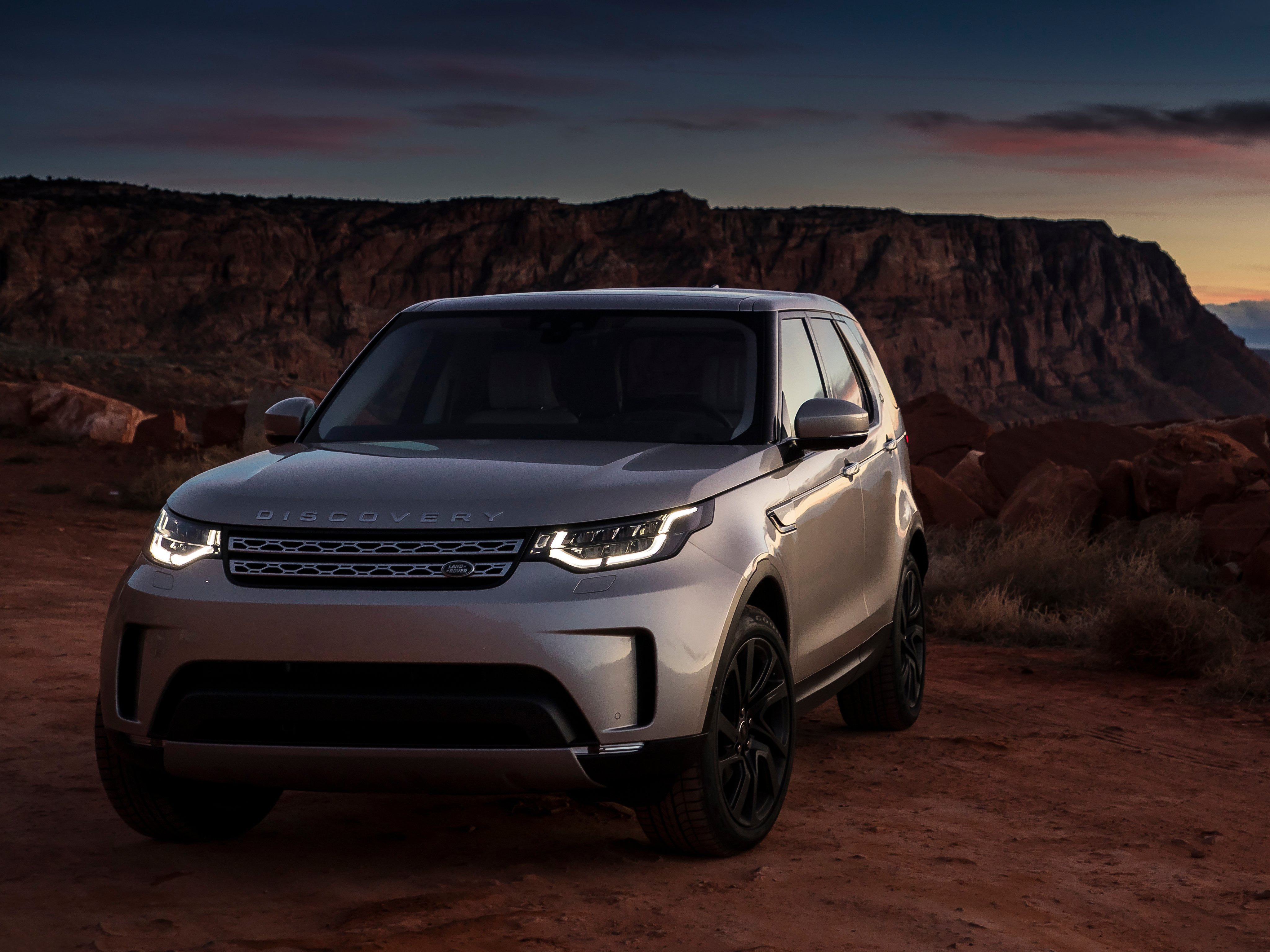 http://hdqwalls.com/wallpapers/2017-land-rover-discovery-sd4-4k.jpg