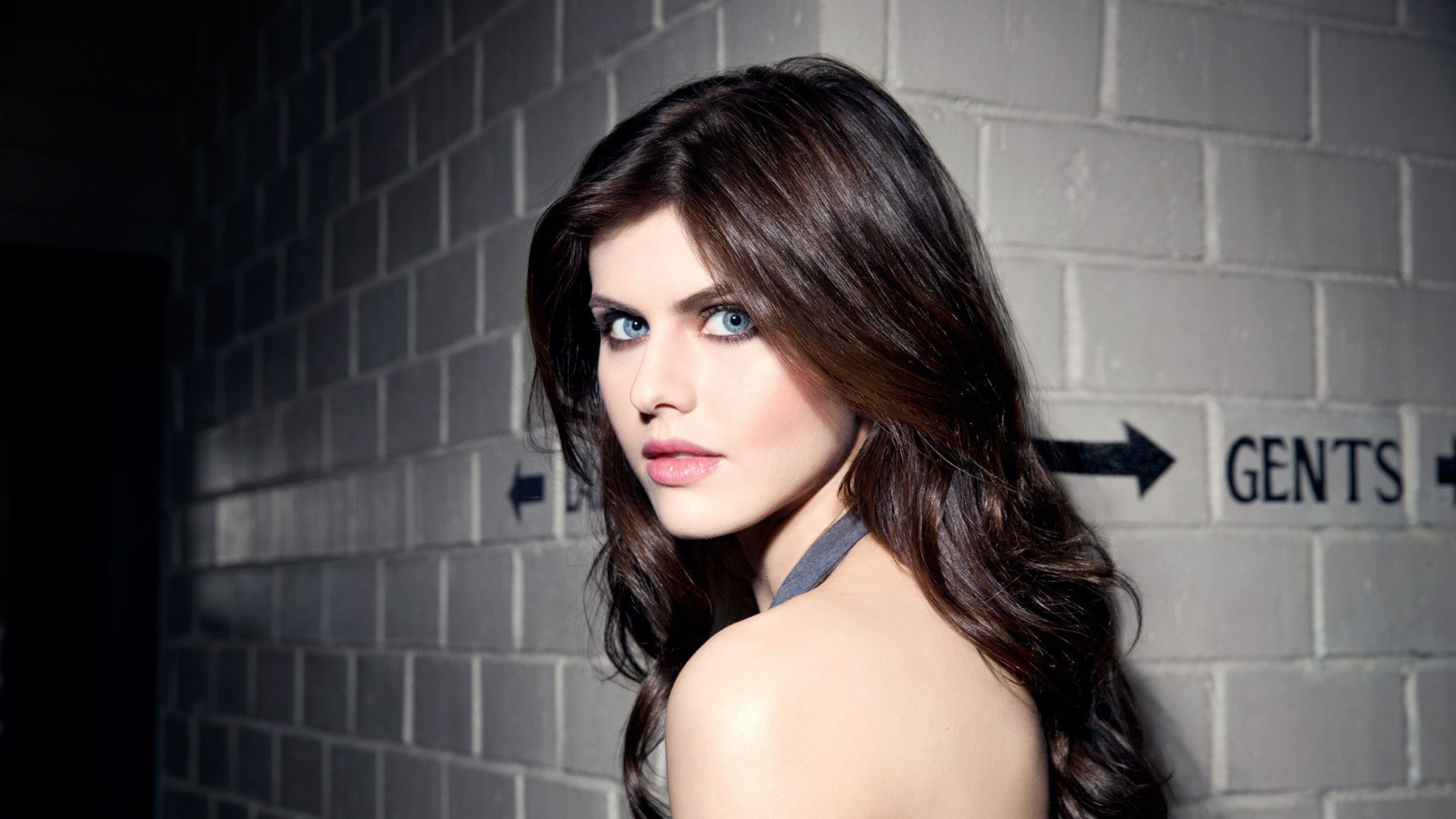 Alexandra Daddario 1366x768 Resolution