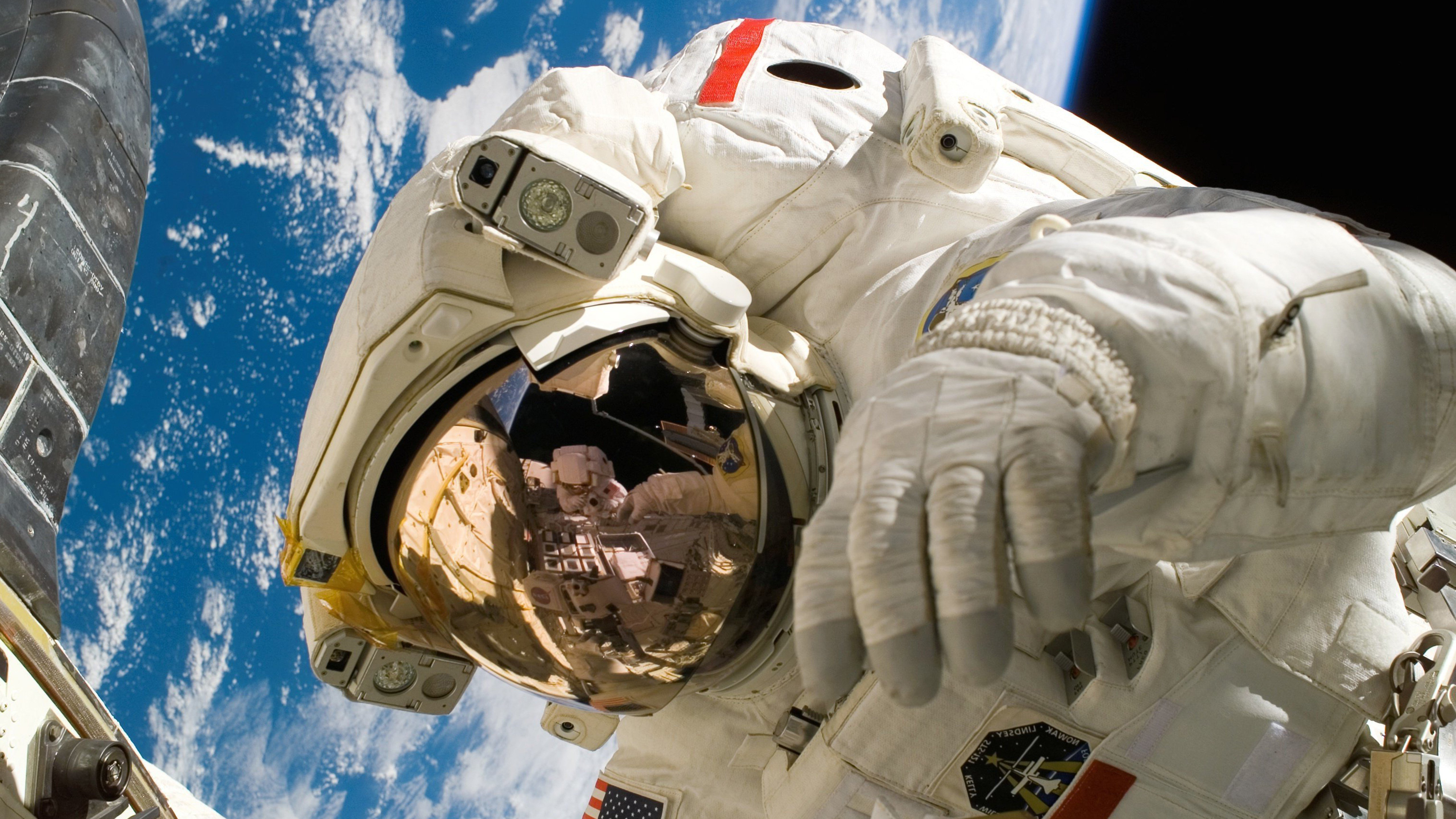 astronaut on moon earth background - photo #29