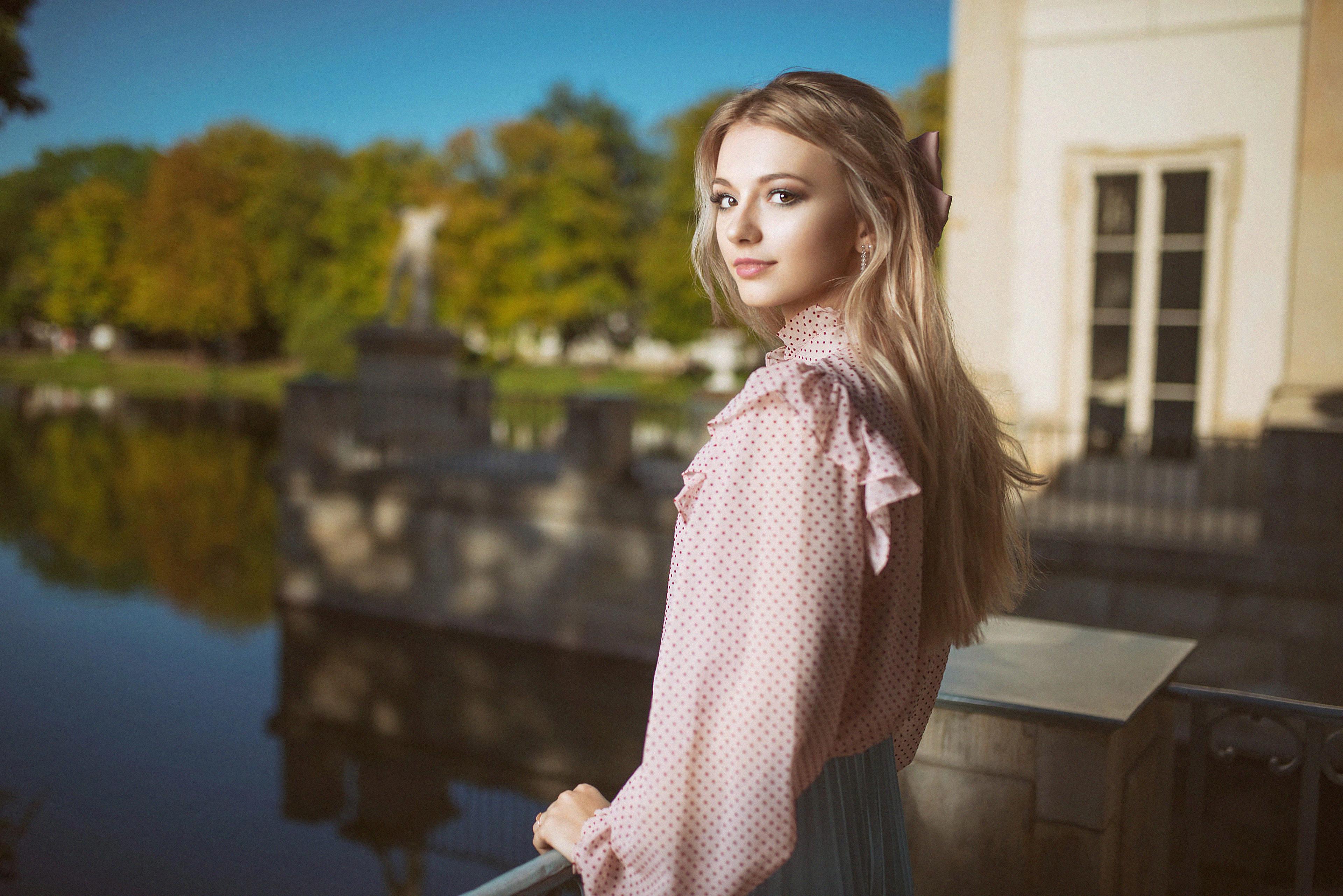 2160x3840 Blonde Attractive Girl Indoor Sony Xperia X,XZ