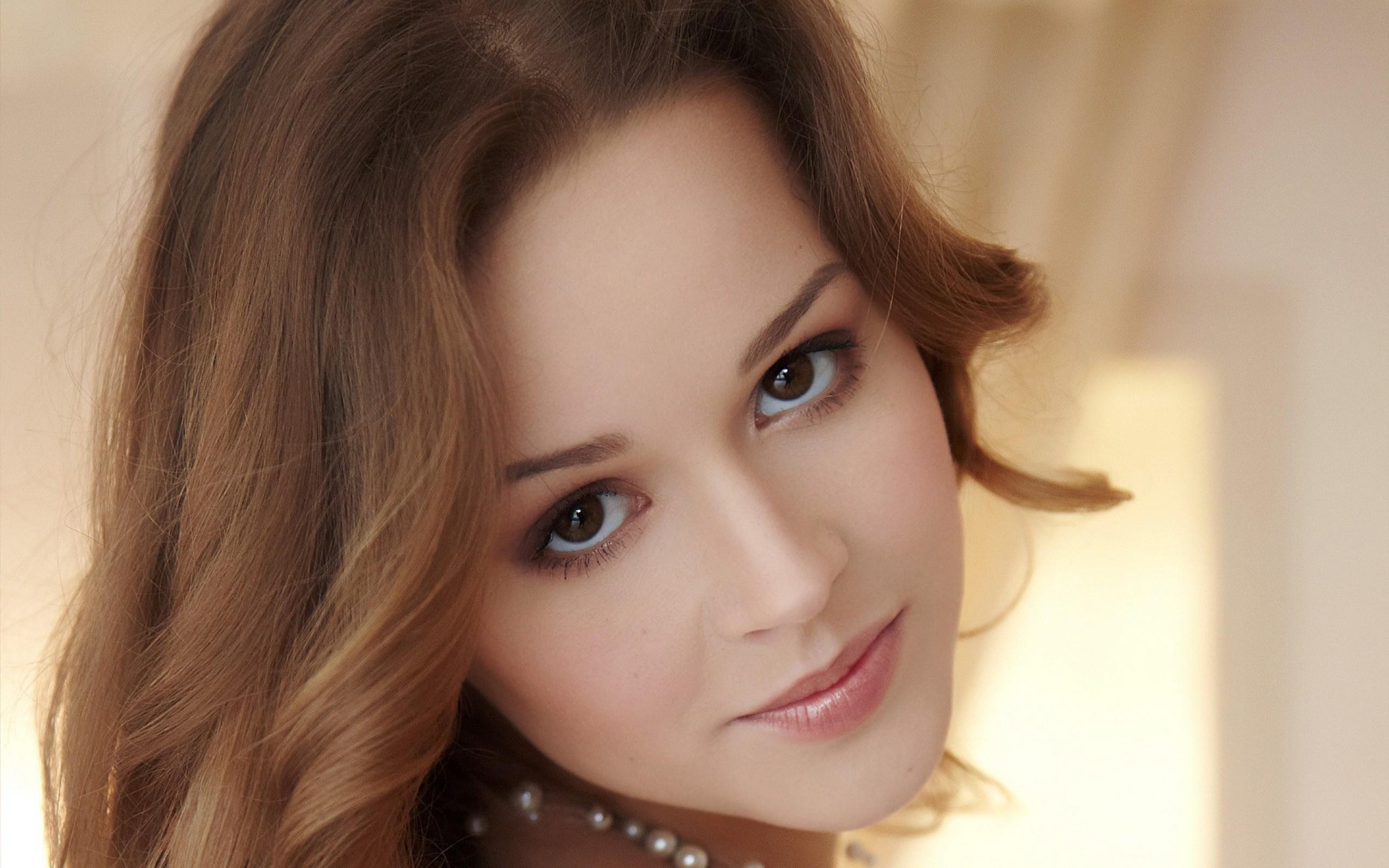 Brunette girl brown eyes