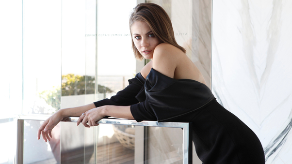 2017-willa-holland-4c.jpg