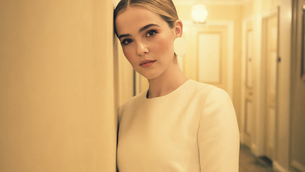 2017-zoey-deutch-2-9g.jpg