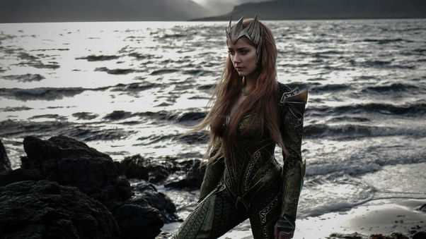 amber-heard-as-mera-justice-league-qhd.jpg