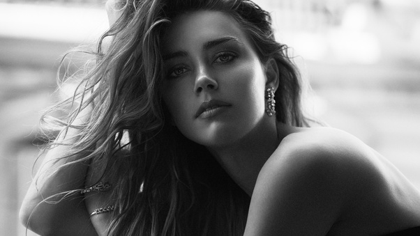 amber-heard-black-and-white-po.jpg