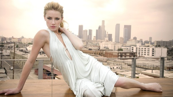 amber-heard-in-white-dress-hd.jpg
