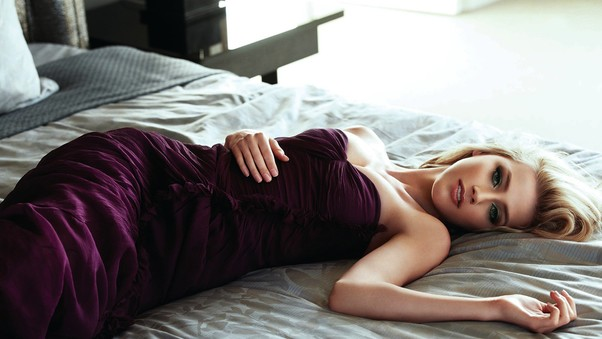 amber-heard-lying-down-hd.jpg