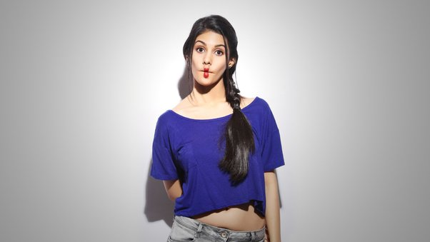 amyra-dastur-indian-celebrity-wide.jpg