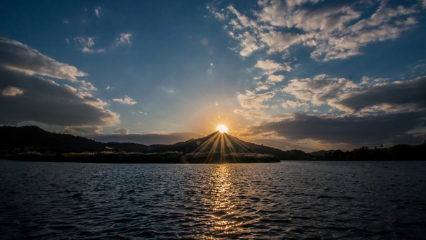 beautiful-sunset-over-lake-img.jpg