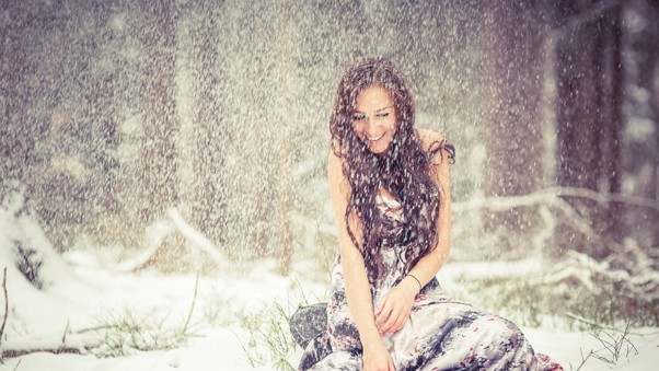 brunette-girl-snow.jpg