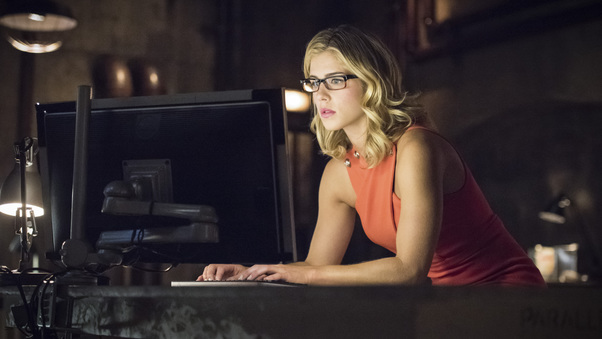 emily-bett-rickards-as-felicity-smoak-ap.jpg