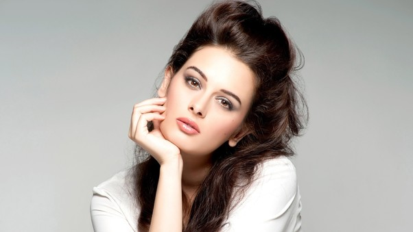 evelyn-sharma-2.jpg