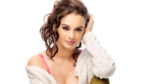 evelyn-sharma-4.jpg