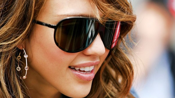 jessica-alba-wearing-glasses-image.jpg