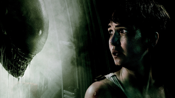 Katherine Waterston Facing Xenomorph Alien
