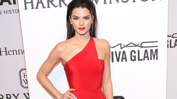 kendall-jenner-red-dress-qhd.jpg