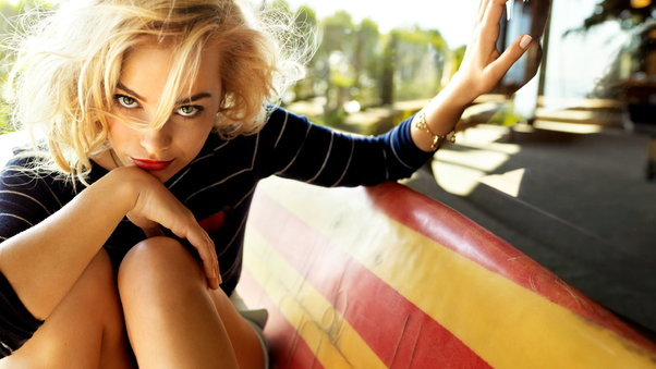 margot-robbie-cute-2-img.jpg