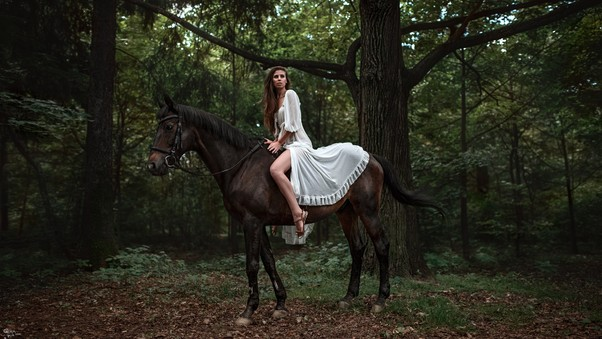 Model With Horse