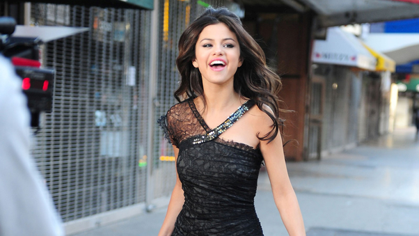 selena-gomez-in-black-dress-cute-do.jpg