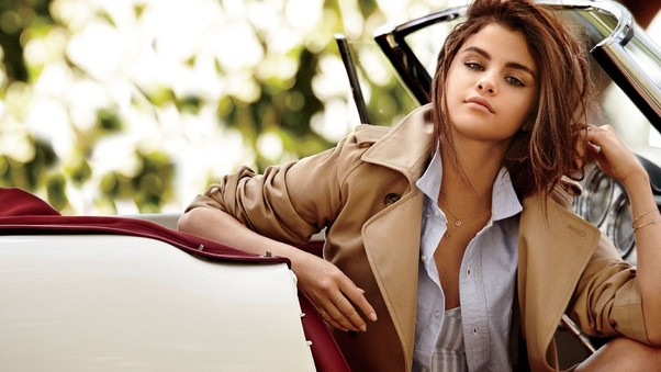 selena-gomez-with-cars-hd.jpg