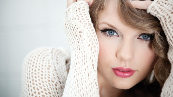 taylor-swift-blue-eyes-pic.jpg