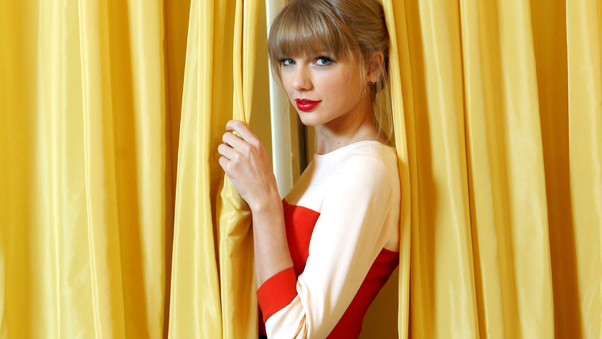 taylor-swift-red-lips-to.jpg