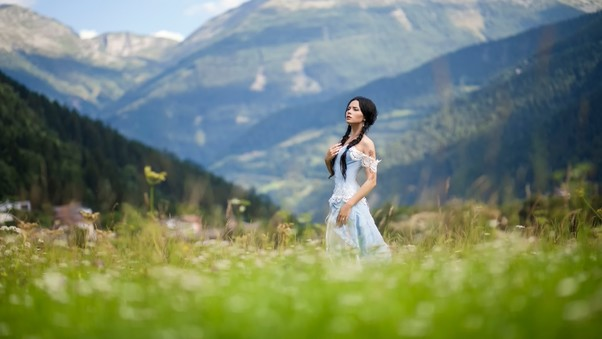 women-outdoor-nature.jpg