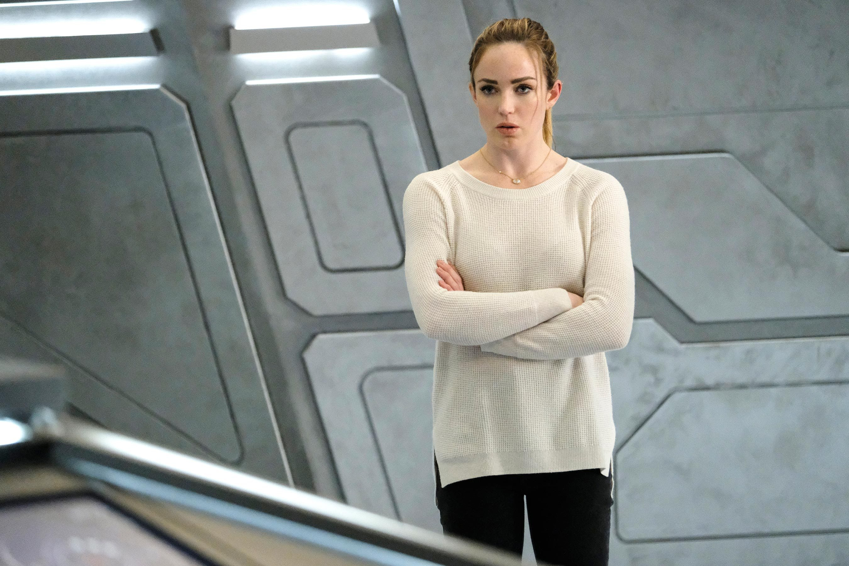 caity lotz as sara in legends of tomorrow hd hd tv shows