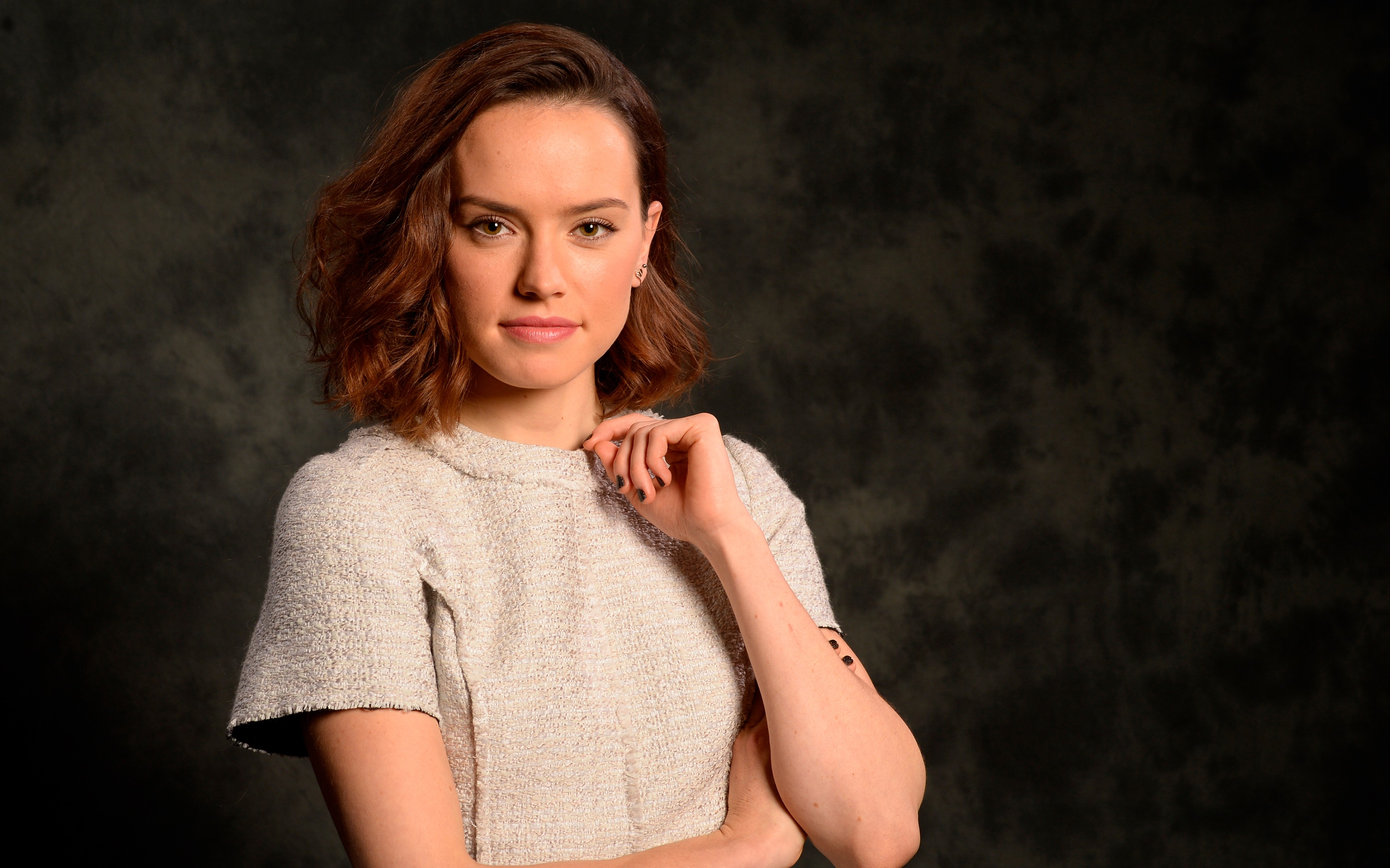 Photo Collection Daisy Ridley Wallpapers : daisy ridley celebrity wide from flashlarevista.com size 3840 x 2400 jpeg 1303kB