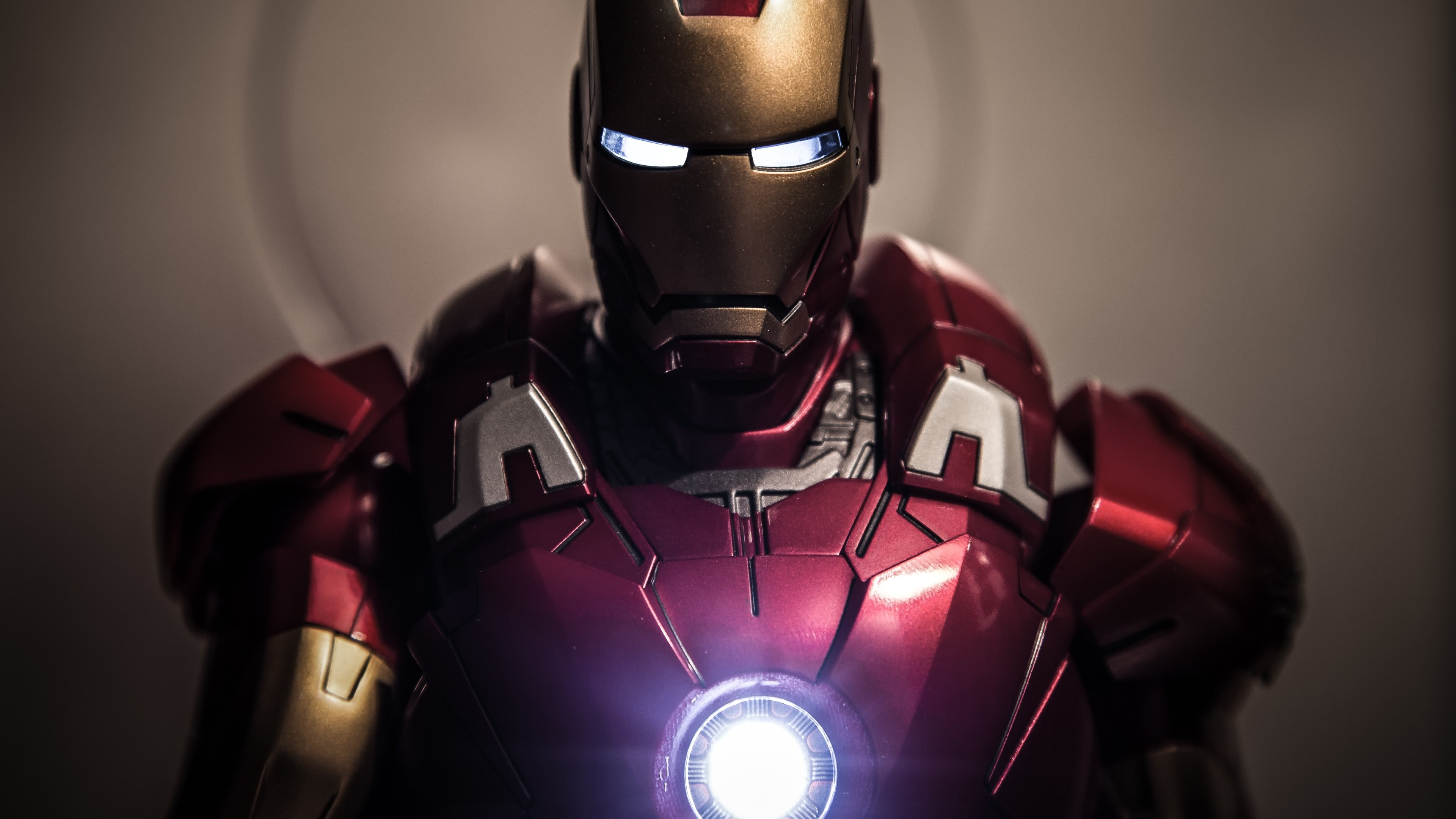 Iron Man Suit 2048x1152 Resolution
