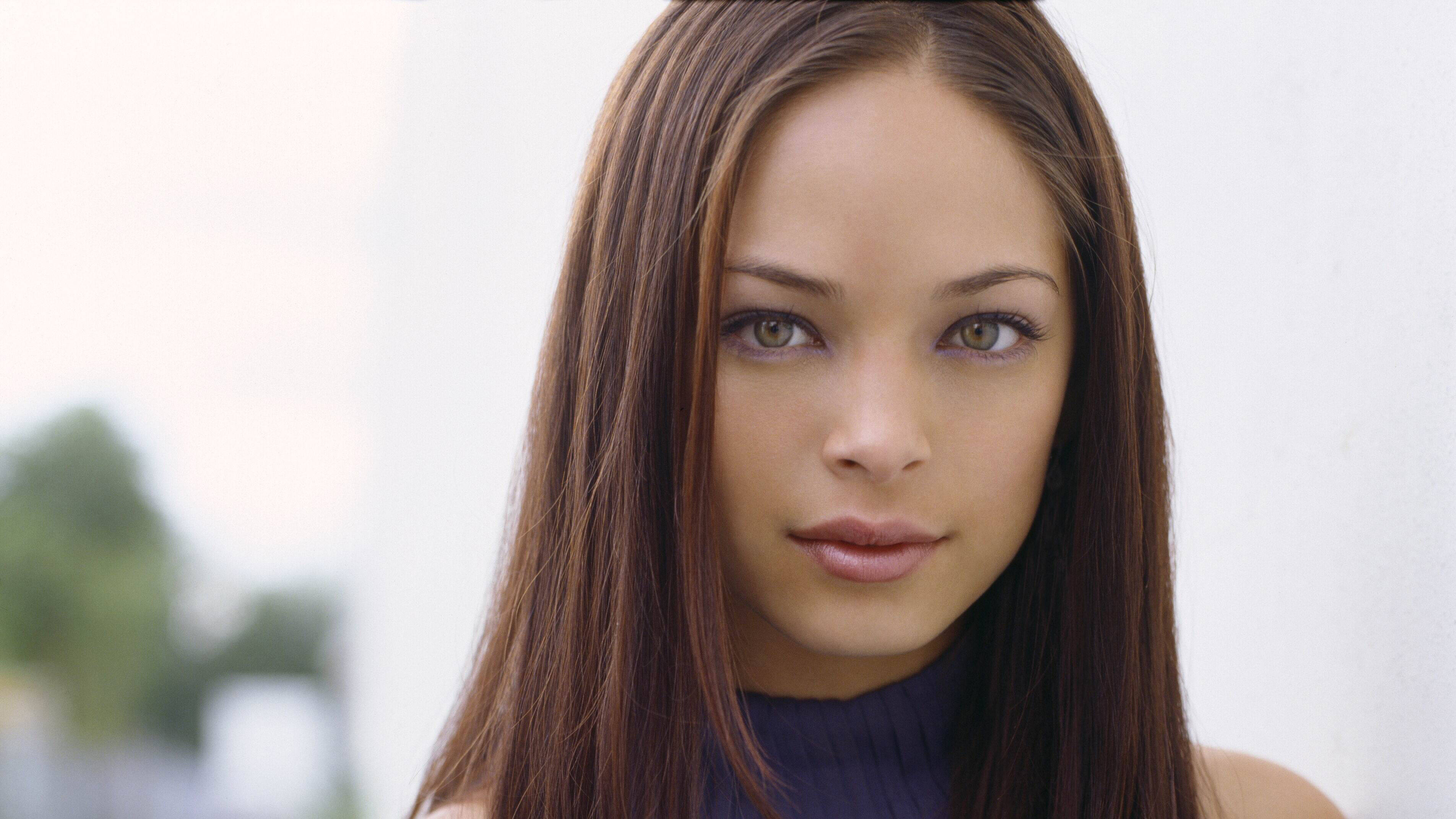 Watch Kristin Kreuk video