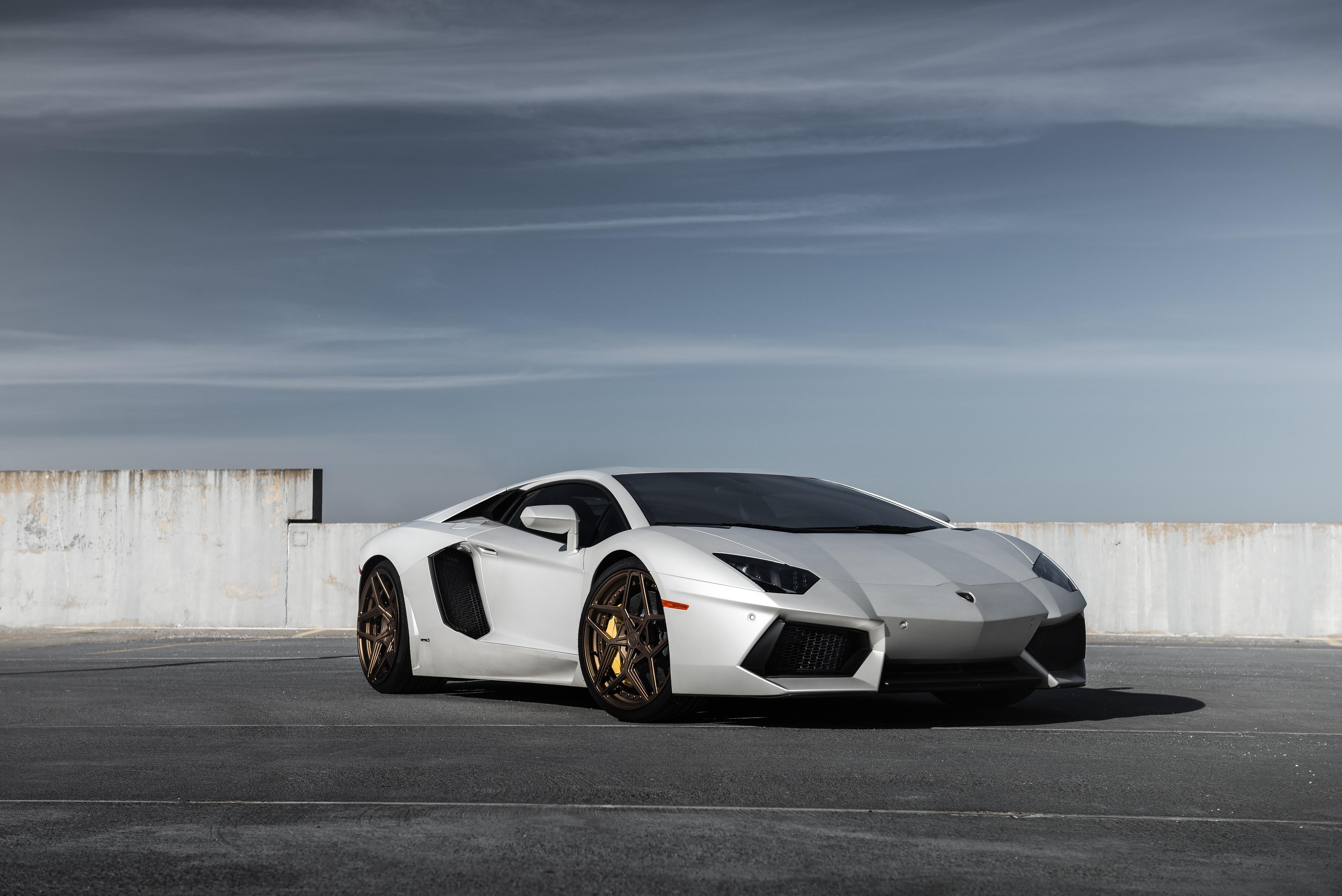 Lamborghini Aventador 5k