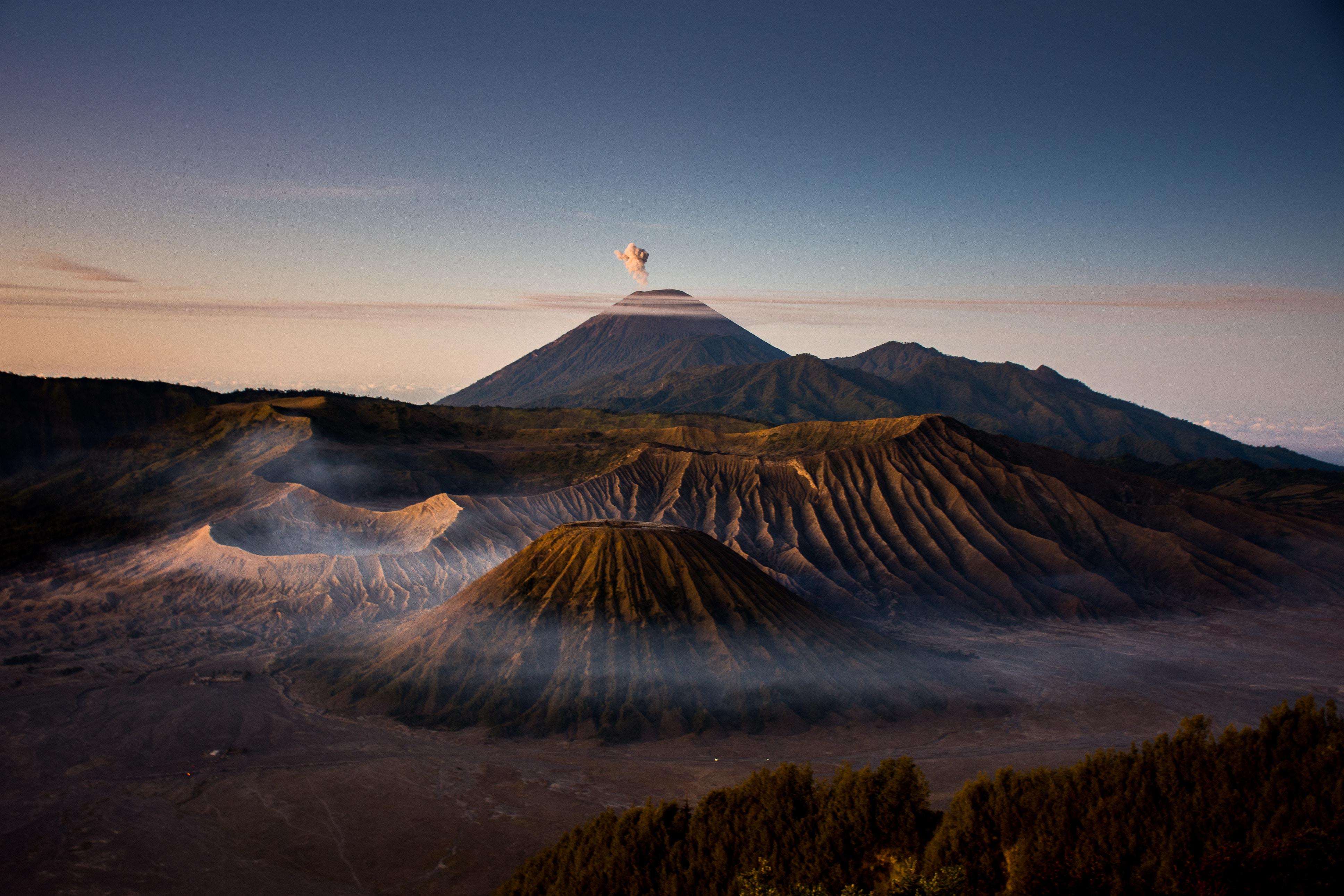 2160x3840 Mount Bromo Volcano 4k Sony Xperia X,XZ,Z5