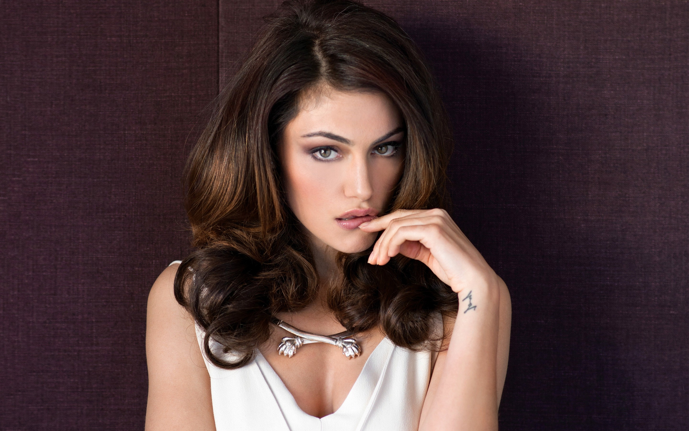 Phoebe tonkin hot   Phoebe Tonkin   Lets Lay Out By The