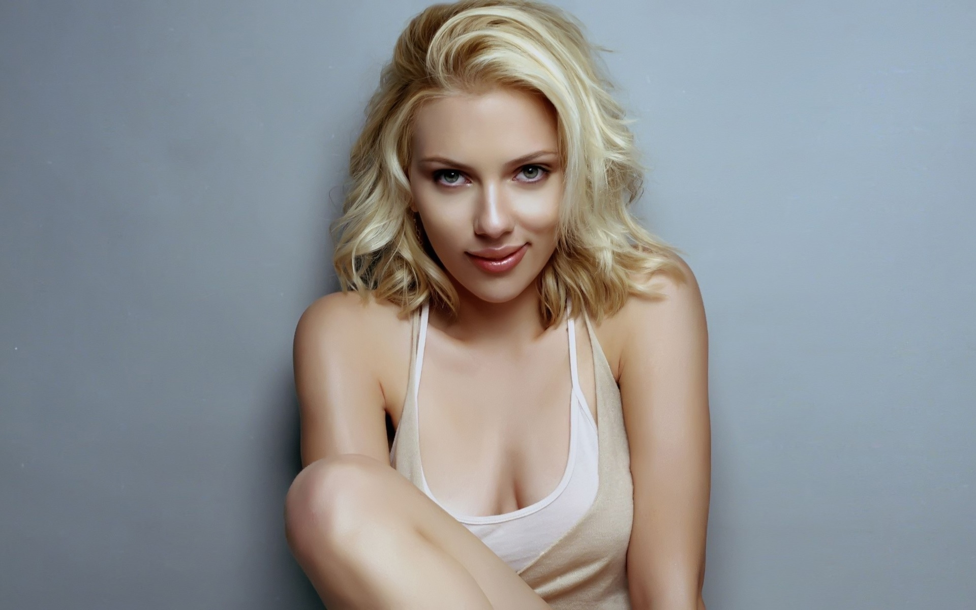 Scarlett Johansson 1 1366x768 Resolution