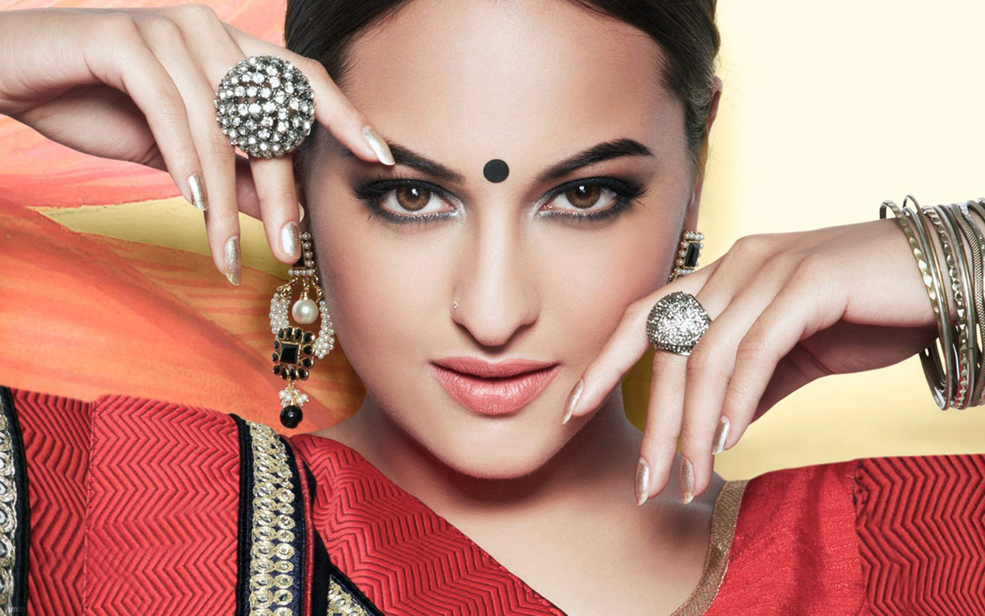 1680x1260 Sonakshi Sinha 2016 Latest 1680x1260 Resolution