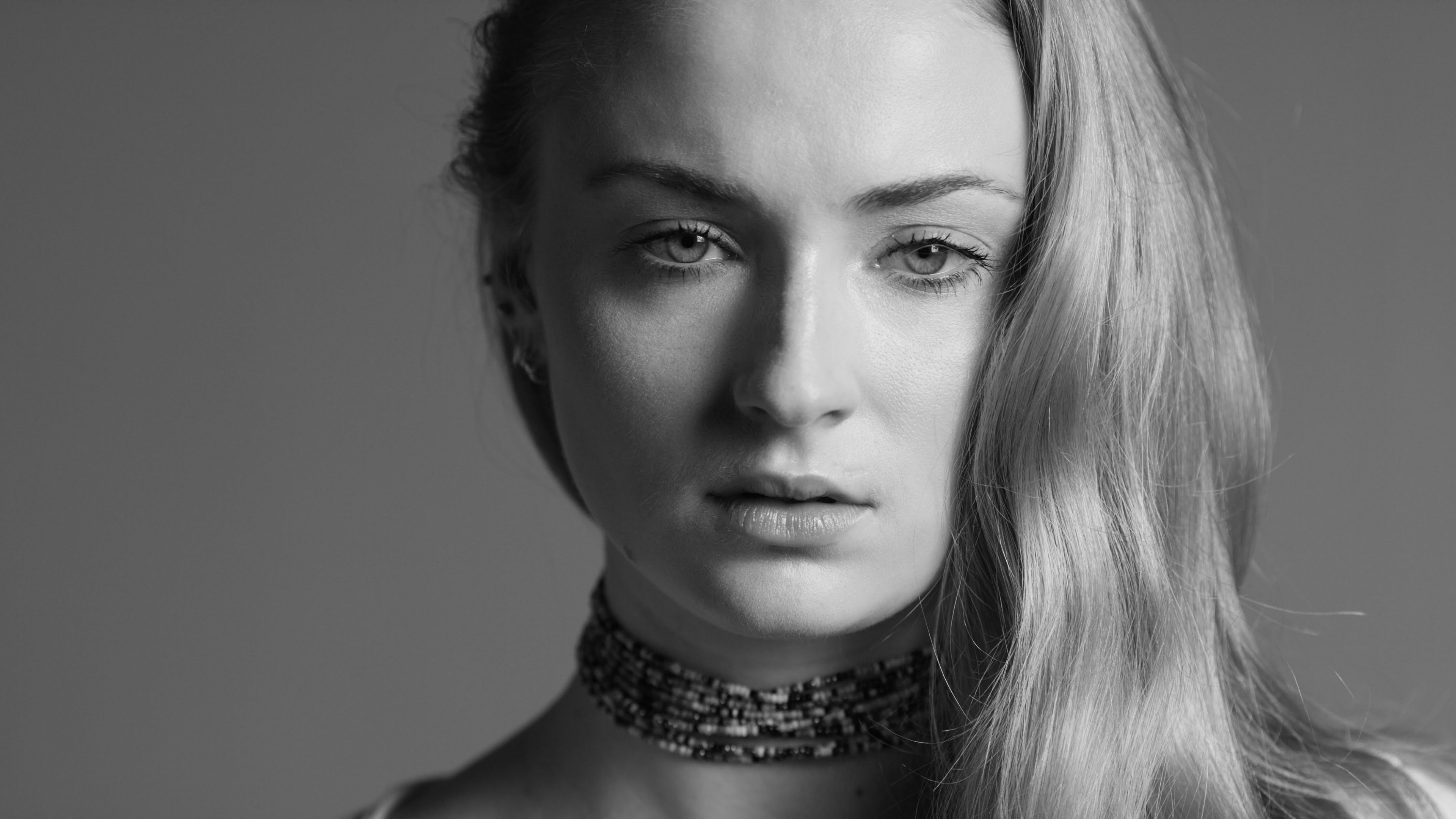 Sophie turner monochrome portrait 4k