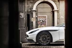 2018 Aston Martin DB11 V8 Wallpaper