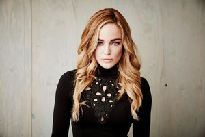 2018 Caity Lotz Wallpaper