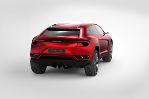 2018 Lamborghini Urus Rear View Wallpaper
