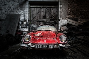 Abandoned Old Rusty Car Wallpaper