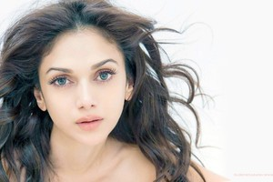Aditi Rao Hydari 5 Wallpaper