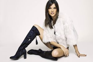 Alessandra Ambrosio XTI Shoes Fall 2018 Campaign Wallpaper
