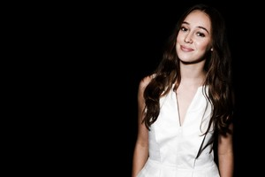 Alycia Debnam Carey Wallpaper