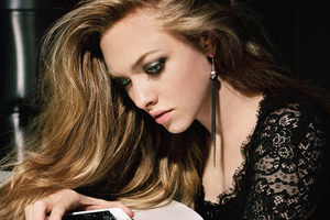 Amanda Seyfried 7 Wallpaper