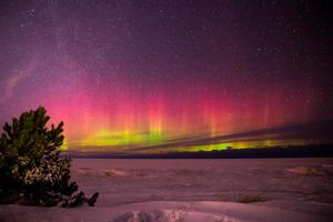 Aurora Borealis In Marquette Michigan Wallpaper