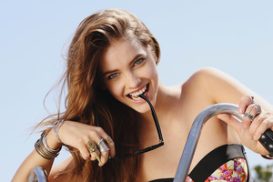 Barbara Palvin Smiling Wallpaper