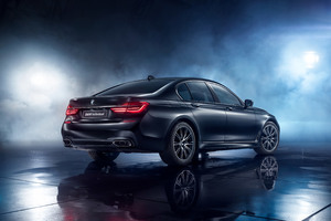 BMW 750i Black Ice Edition 2017 Rear