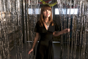 Britt Robertson In Girlboss Tv Series Wallpaper