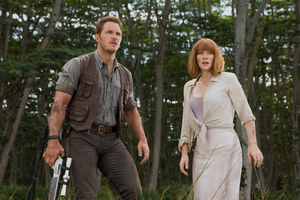 Bryce Dallas Howard And Chris Pratt In Jurassic World Fallen Kingdom Wallpaper
